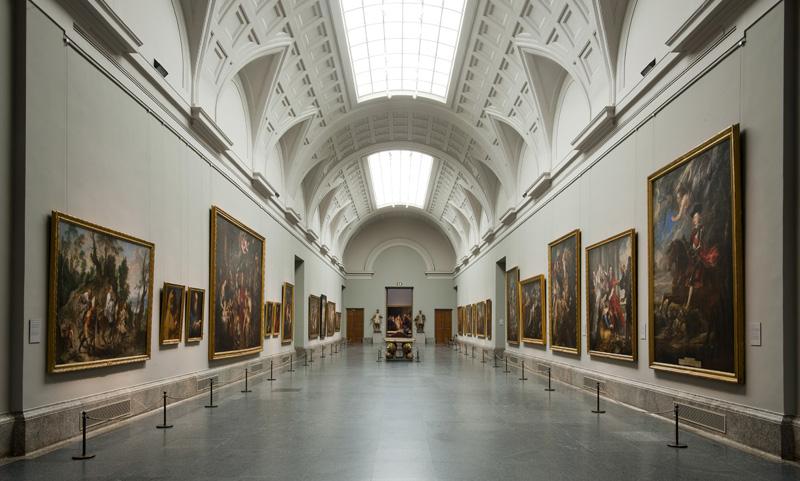 El Prado exhibe magníficas obras de maestros españoles como Velázquez, El Greco y Goya, pero también tiene maravillosas colecciones italianas y flamencas, con pinturas de Rafael, Tiziano y Tintoretto, Bosch y Rubens. Victoria Pardo Artista Plástica