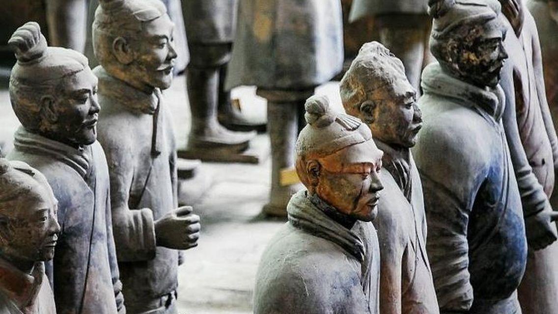 Guerreros de Terracota en Xi'an China descubiertos en 1974 ha sido el mayor descubrimiento arqueológico de la mítica Ruta de la Seda por Victoria Pardo Lujo en Seda