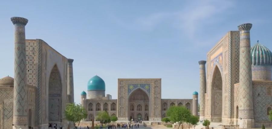Bukhara ciudad de la mítica ruta de la sedacon más de 2.500 años fue el gran centro comercial en la Ruta de la Seda. Allí llegaron largas caravanas de todo el mundo conocido con las leyendas del oasis mágico escondido entre dos desiertos que se extendían desde India a China. por Victoria Pardo Lujo en Seda