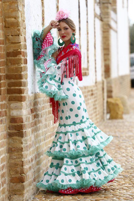 Conversaciones que Inspiran : Entrevista a la Sra. Fabiola García -Liñán por Victoria Pardo Artista Plástica - Elegancia Flamenca - Lunares verdes
