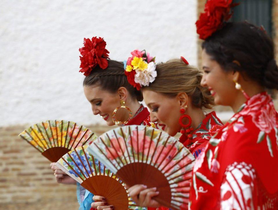Conversaciones que Inspiran : Entrevista a la Sra. Fabiola García -Liñán por Victoria Pardo Artista Plástica - Colección 2020 de Alta Costura Flamenca - Explosión de colores en vestidos de Flamenca y abanicos