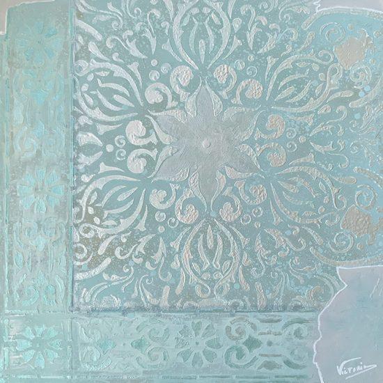 Creatividad y elegancia copara tu hogar en el Mandala Mar Jonico de la Coleccion Magia y Color pintado a mano por Victoria Pardo Artista Plastica.