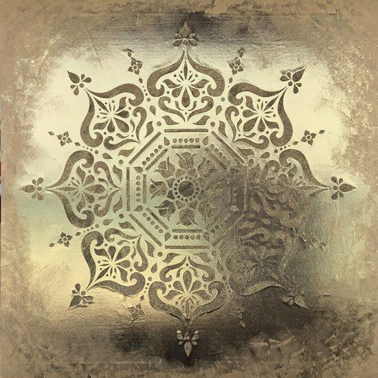 Elegante diseño en el Mandala Topkapi pintado a mano sobre tela de lamé dorado de la coleccion Magia y Color de Victoria Pardo Artista Plastica.